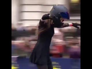 Стант на мотоцикле, мотошоу, трюки на мото, девушка на байке