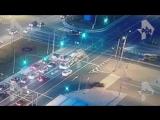 Момент ДТП с автомобилем реанимации в Москве попал на видео