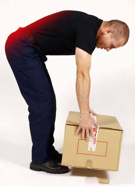 Поднятие тяжелых коробок может вызвать растяжение мышц, что приводит к болям в спине и усталости.