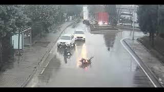 tuzla sanayisinde kontürolsüz giriş yapan motosiklet kazası