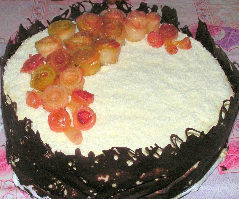 торт с красивым разрезом и хрустящим кранч слоем