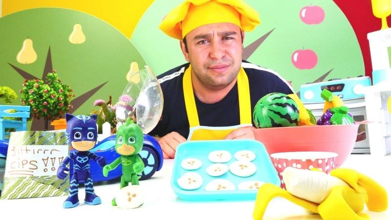 Pijamaskeliler için Kadir sağlıklı muz atıştırmalığı hazırlıyor