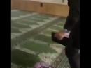 Жетім баланың құран оқып отырып шаршап ұйықтап қалғаны