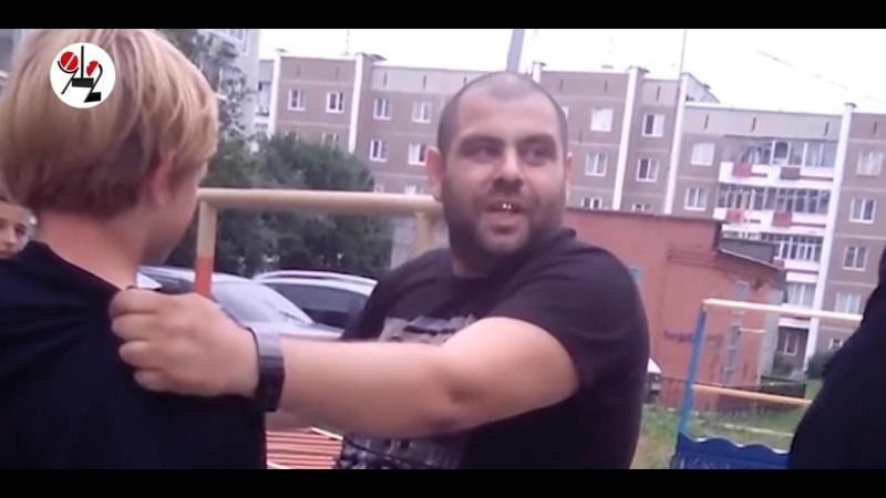 Отец устроил разборки во дворе ,избил сына ремнем (Г.Первоуральск)