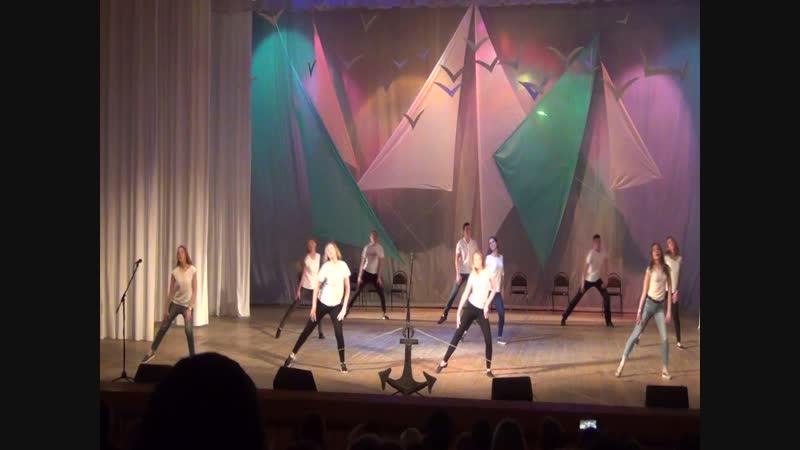 Концерт, посвященный 25-летнему юбилею Петровской школы. Номер от выпускников.
