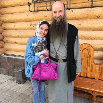 Александра Дворянинова