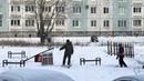 ВКемеровской области водворе установили детскую площадку, сфотографировали иувезли