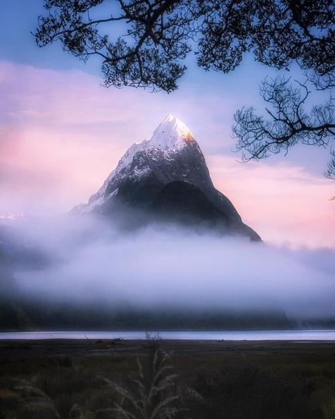 Туманный рассвет (Милфорд Саунд, Новая Зеландия)