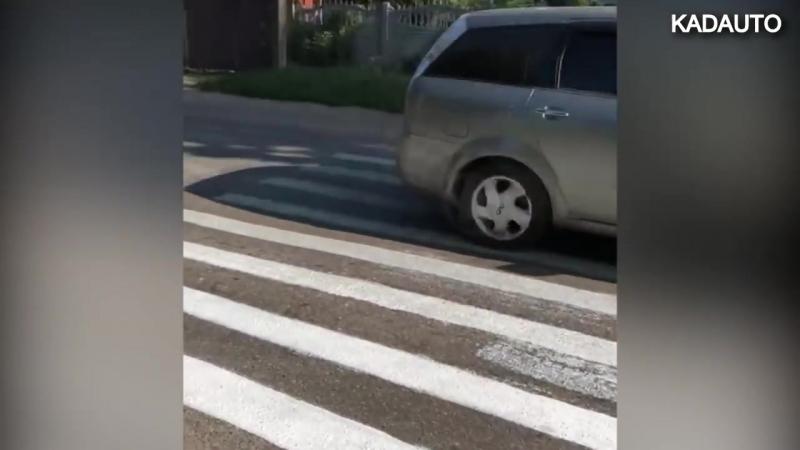 Самодельный пешеходный переход на Тенистой аллее