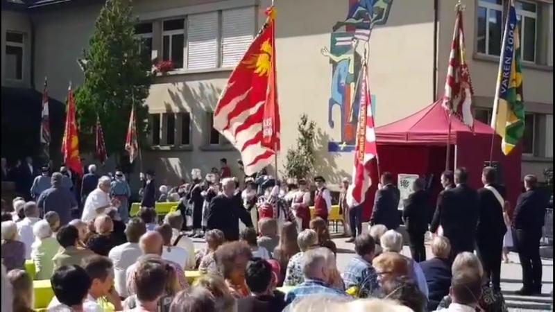 Tradition - Valais - Cérémonie de bénédiction du nouveau drapeau d'une commune.