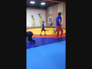 Спортдлядетей#Учимсяделатьколесо#Детскаяразминка#Детскийспорт#АрмейскийРукопашныйбой#СмешанныеЕдиноборства#ДетскийСпорт##Трениро