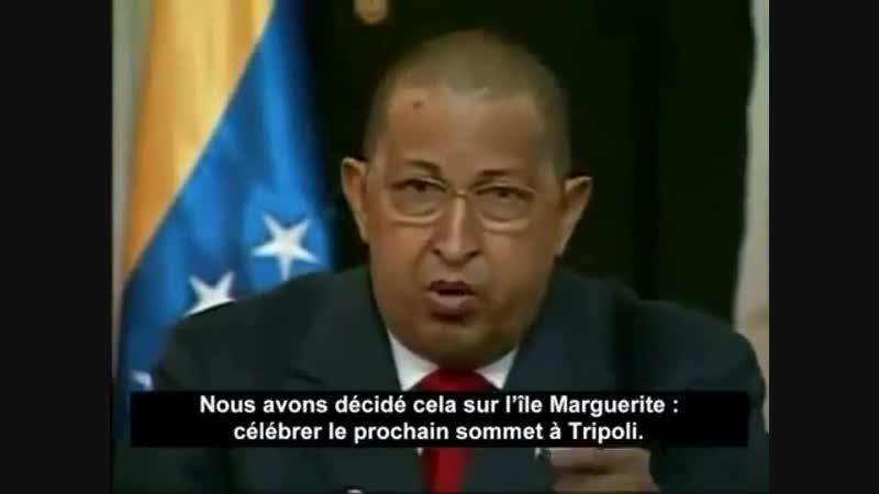 HUGO CHAVEZ lit la lettre envoyée par Mouammar Kadhafi pendant l'agression de l'OTAN