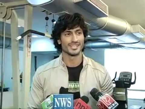 Vidyut Jamwal Girls flirt by asking me to teach them self defense. Indian soldiers liked Commando