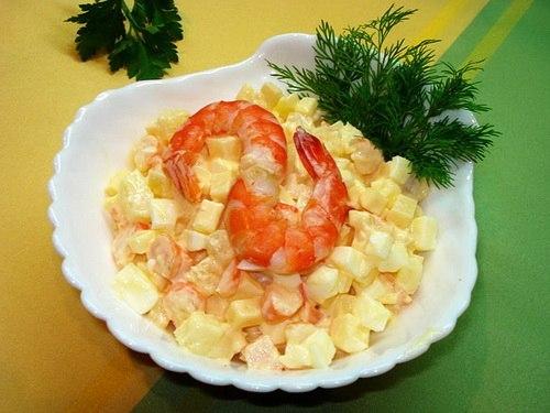 Салат с креветками сыром яйцом и ананасом