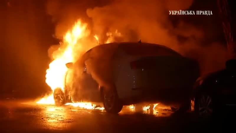 В Киеве подожгли автомобиль с дипломатическими номерами