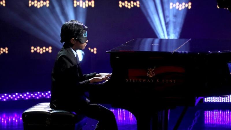 Kid Piano Prodigy Lydian Plays Blindfolded