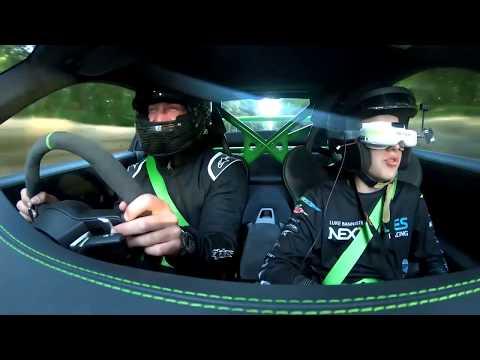 CARRERA entre un DRON y Porsche Y van a bordo del mismo vehículo