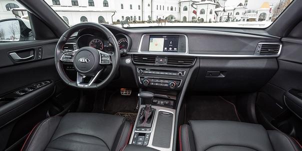 Деньги пришли. Toyota Camry против ia Optima. Споры о седанах D-класса часто заканчиваются ссорой, так что лучше внимательнее следить за формулировками. Особенно когда речь идет о Camry и