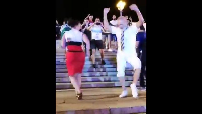 Волгоградский дедок взорвал танцпол тектоником