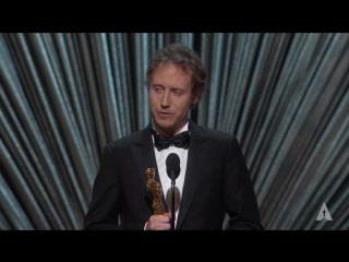 Ласло Немеш получает Оскар за лучший иностранный фильм