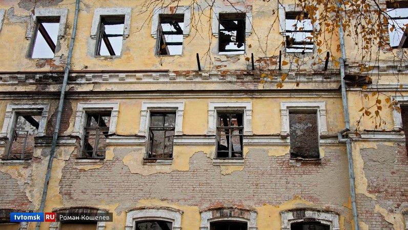 Разрушенные корпуса училища связи будут законсервированы и закрыты баннерами до реконструкции.