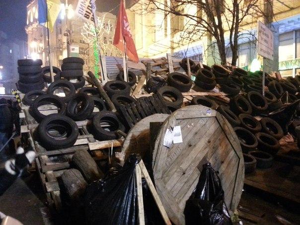 Барикади Євромайдану з шини