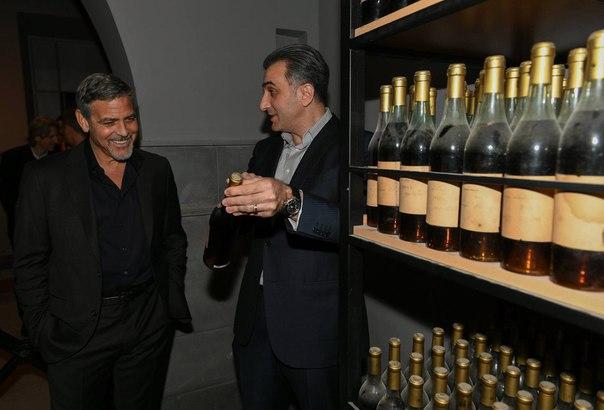 Сегодня сопредседатель международной гуманитарной премии Aurora Prize for Awakening Humanity, кинозвезда и филантроп Джордж Клуни прибыл в Ереван.
