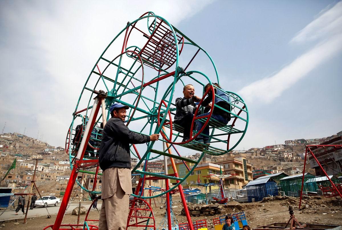 Вот такая каруселька: Детская площадка в афганском Кабуле