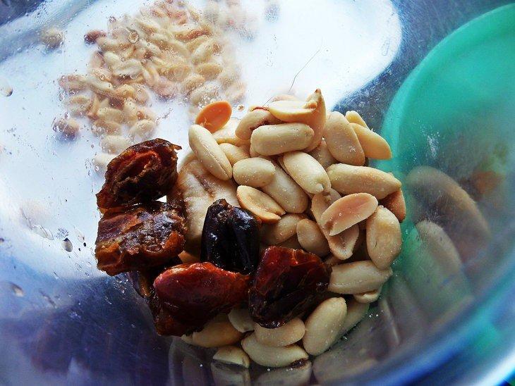 Постные рогалики с бананами и финиками Ингредиенты: Для теста: Мука