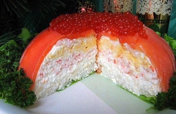Рецепты салатов с соленой красной рыбой с