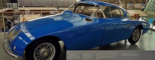 Фотографии с авто выставки 50-х гг. Концепт-кар Bugatti 101 Автомобиль Бугатти с пластиковым кузовом был выпущен в единственном экземпляре и демонстрировался на ряде автомобильных выставок