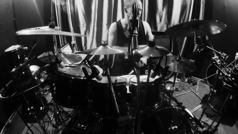 In Asymmetry Edge of Divergence Drum Tracking