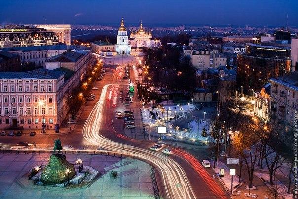 Софиевская площадь в ночном Киеве,