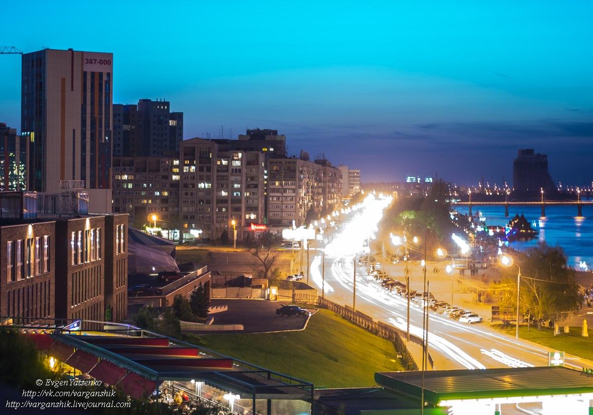 Ночная Набережная (вид со смотровой площадки, парк Шевченко)