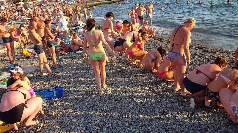 Женский конкурс на пляже Адлера