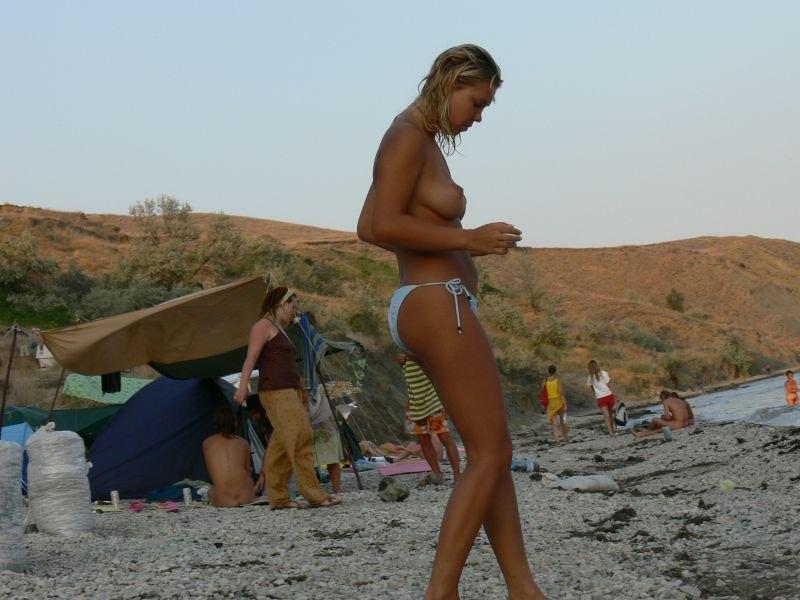 nudiyskiy-plyazh-video-skritaya-kamera