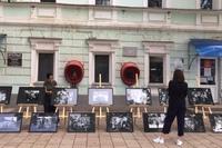 Это символично: выставка Андрея Карева «Победители» на улице Почтовой в День Победы расположилась перед