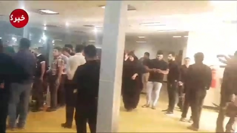 Жители Ахваза выстроились в очереди, чтобы сдать кровь пострадавшим соотечественникам в ходе теракта.