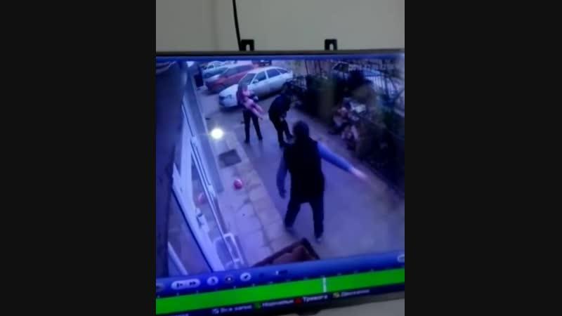 Девочка упала с 5 этажа. Спасли!