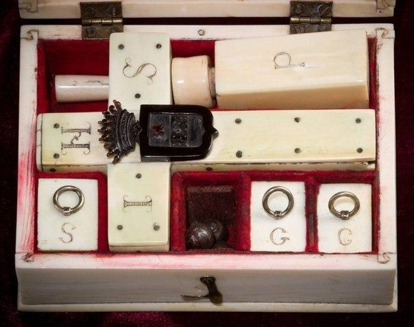Так выглядел набор для убийства вампиров, конец 19 века.