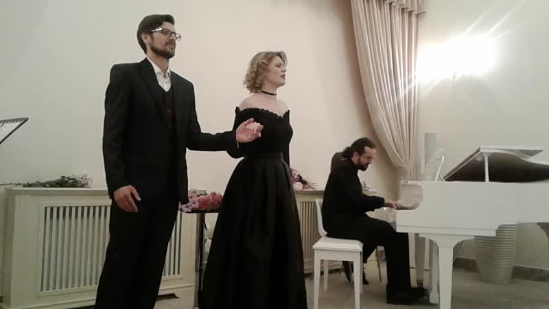 Поют Наталья Кириллова и Эдуард Морозов.