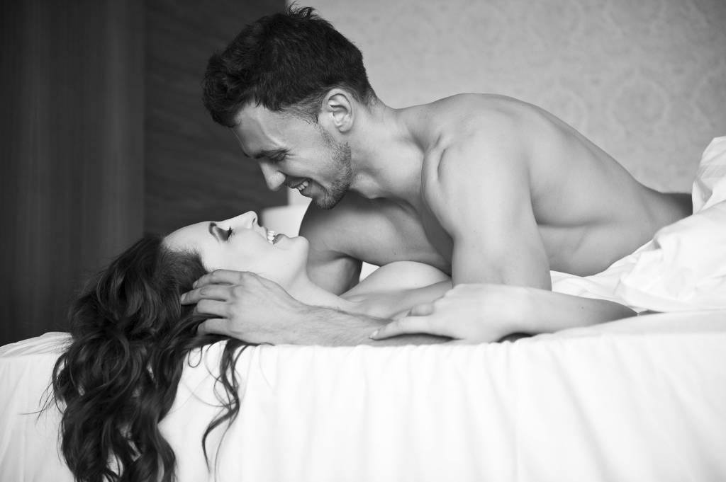 уже красивая любовь в постели голые парочки фото индианка