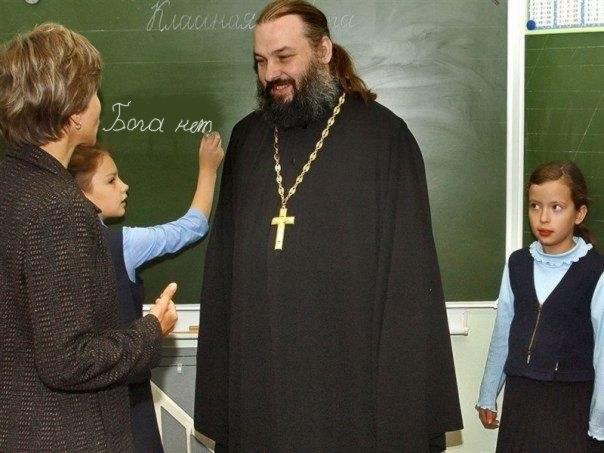 мальчик и свщенник в шакафу кольцо