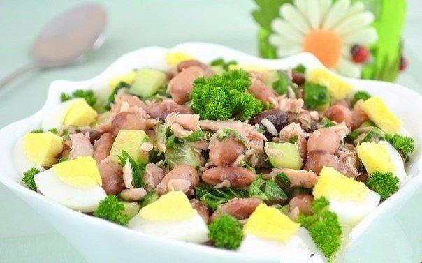 САЛАТЫ ДЛЯ СТРОЙНОЙ ФИГУРЫ 1. Легкий салат