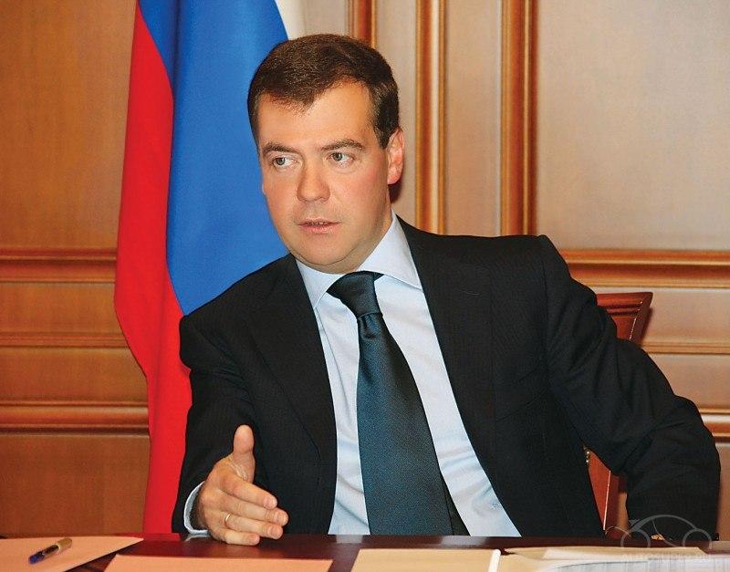 статье даны фотографию дмитрия медведева с баяном всегда сытно, аппетитно