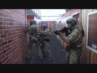 Отработка штурма помещений подразделением swat фбр