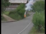 Кидают с балкона горящий файер в Усть-Илимске