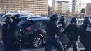 Lyon gilets jaunes acte 14 un véhicule de police pris à partie sur lautoroute