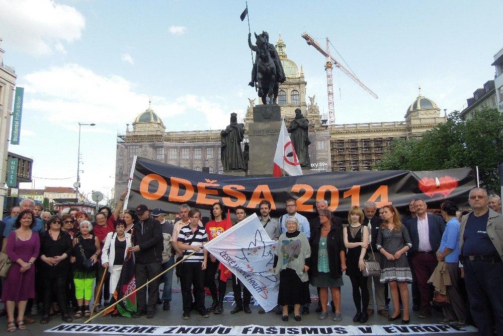 Жители Праги провели митинг памяти жертв в Одессе