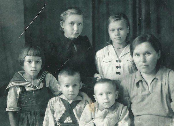 Стародумовы (Клавдия, Тамара, Лариса, Фаина, Модест, Лилия)